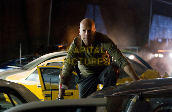 BRUCE WILLIS.in Die Hard 4.0: Live Free or Die Hard .**Editorial Use Only**.CAP/FB.Supplied by Capital Pictures