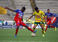 NEIVA - COLOMBIA -13 - 03 - 2016: Jorge Ramos (Der.) jugador de Atletico Huila disputa el balón con Yair Arrechea (Izq.) jugador de Deportivo Pasto, durante partido entre Atletico Huila y Deportivo Pasto, por la fecha 9 de la Liga Aguila, I 2016 en el estadio Guillermo Plazas Alcid de Neiva. / Jorge Ramos (R), player of Atletico Huila vies for the ball with Yair Arrechea (L) player of Deportivo Pasto, during match between Atletico Huila and Deportivo Pasto, for the date 9 of the Liga Aguila I 2016 at the Guillermo Plazas Alcid Stadium in Neiva city. Photo: VizzorImage  / Sergio Reyes / Cont.