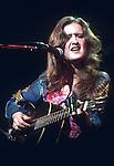 Bonnie Raitt, Dec 1976
