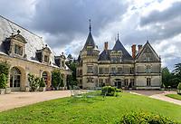 France, Indre-et-Loire (37), Montlouis-sur-Loire, jardins du château de la Bourdaisière, la façade ouest et les communs à gauche