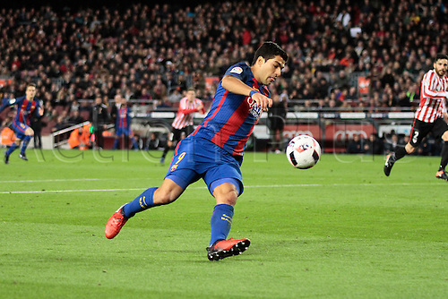 11.01.2017, Nou Camp, Barcelona, Spain. Copa del Rey, 2nd leg. FC. Barcelona versus Athletico Bilbao. Suarez breaks into the Bilbao box during the match