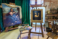 France, Indre et Loire, Amboise,  Clos Luce castle, workshop of Leonardo da Vinci with the paintings The Virgin and Child with St. Anne (left) and St. John the Baptist (right) // France, Indre-et-Loire (37), Amboise, Château du Clos Lucé, atelier de Léonard de Vinci avec les peintures, La Vierge, l'Enfant Jésus et sainte Anne (gauche) et Saint Jean-Baptiste (droite)
