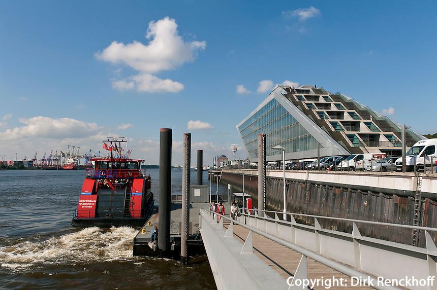 Hafenfähre und Bürogebäude Dockland erbaut 2005 von Hadi Teherani, Hamburg Altona, Deutschland