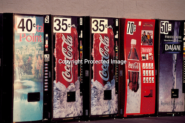 PAPRODU12025.Packaging. Products. America. Coca Cola and other vending machines, 9/99. Cooldrink, sodas, water..©Per-Anders Pettersson/iAfrika Photos
