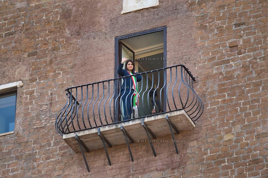 Roma, 23 Giugno, 2016. Virginia Raggi si commuove dopo essersi affacciata per la prima volta dal balcone del suo ufficio in Campidoglio. Rome's Mayor Virginia Raggi is overwhelmed by emotions as she stands on the balcony of the Campidoglio Capitol hill building overlooking the Roman forum in Rome. The 5-Star Movement candidate in Rome, Virginia Raggi, took 67.2 percent of the vote, becoming the first female mayor of Rome and, at 37, also its youngest. (Antonello Nusca/Buenavista)