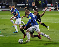 Fabian Holland (SV Darmstadt 98) gegen Marco Thiede (Karlsruher SC) - 04.10.2019: SV Darmstadt 98 vs. Karlsruher SC, Stadion am Boellenfalltor, 2. Bundesliga<br /> <br /> DISCLAIMER: <br /> DFL regulations prohibit any use of photographs as image sequences and/or quasi-video.