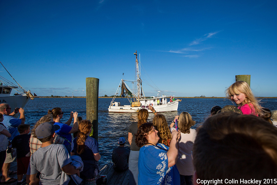 APALACHICOLA, FLA. 11/27/15-Santa does have a sleigh, but in Apalachicola, Fla. he arrives by shrimp boat on the day after Thanksgiving. Here visitors crowd the docks on Water Street to watch him arrive via the boat Buddy's Boys.<br /> <br /> COLIN HACKLEY PHOTO