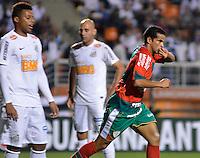 ATENÇÃO EDITOR: FOTO EMBARGADA PARA VEÍCULOS INTERNACIONAIS - SÃO PAULO, SP, 22 DE SETEMBRO DE 2012 - CAMPEONATO BRASILEIRO - SANTOS x PORTUGUESA: Bruno Mineiro comemora gol durante partida Santos x Portuguesa, válida pela 26ª rodada do Campeonato Brasileiro no Estádio do Pacaembú. FOTO: LEVI BIANCO - BRAZIL PHOTO PRESS