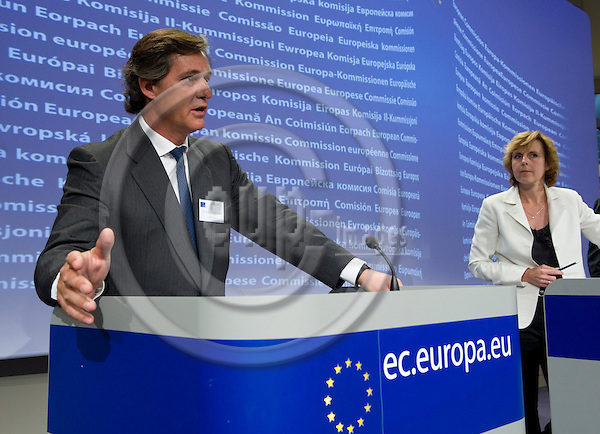 Brussels-Belgium - May 17, 2010 -- José (Jose) Manuel ENTRECANALES (le), Chairman and CEO of ACCIONA  SA, with Connie HEDEGAARD (ri), European Commissioner from Denmark and in charge of Climate Action, during a press conference in the HQ of the EC -- Photo: Horst Wagner / eup-images