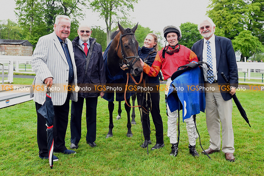 Connections of Many Dreams in the winners enclosure during Afternoon Racing at Salisbury Racecourse on 18th May 2017