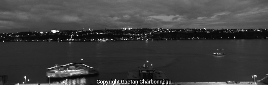 Boats navigating on the St-Lawrence seaway at night