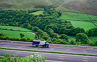 Auto estrada em Lake District, interior da Inglaterra. 1994. Foto de Luciana Whitaker.