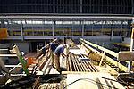 AMSTERDAM - In Amsterdam wordt door ondermeer deze buitenlandse, Duitse bouwvakkers, tussen het IJ en het Centraal Station een busstation op poten gebouwd waaronder een betonnen verkeerstunnel, en daar weer onder een metrostation van de Noord/Zuidlijn komt te liggen. De verkeerstunnel moet een ongestoorde verkeerstroom langs het station garanderen. De tunnel wordt gebouwd via de traditionele open bak methode. COPYRIGHT TON BORSBOOM