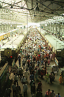 "Südasien Asien Indien IND Bombay Mumbai das Wirtschaftszentrum Finanzzentrum Indiens .Pendler in überfüllten S-Bahn Zügen erreichen Bahnhof Chuchgate - Stadtbahn Vororte Zentrum pendeln Bahnverkehr Bahn Zug Menschenmassen modernes Moderne Wachstum Infrastruktur Entwicklung Menschen Arbeitsplätze Arbeitplatz Angestellte Job Jobs Arbeit Beschäftigung Bevölkerung Bevölkerungswachstum Stadt Megacity Mega-city Metropole Millionenstadt Städtewachstum urban urbanes leben Urbanität mobil Mobilität Verkehr Transport Gesellschaft Inder indisch xagndaz | .South Asia India Mumbai Bombay .commuter in crowded suburban train at station churchgate - modern urban citylife infrastructure development growth rush hour population crowd railway transport traffic .| [ copyright (c) Joerg Boethling / agenda , Veroeffentlichung nur gegen Honorar und Belegexemplar an / publication only with royalties and copy to:  agenda PG   Rothestr. 66   Germany D-22765 Hamburg   ph. ++49 40 391 907 14   e-mail: boethling@agenda-fototext.de   www.agenda-fototext.de   Bank: Hamburger Sparkasse  BLZ 200 505 50  Kto. 1281 120 178   IBAN: DE96 2005 0550 1281 1201 78   BIC: ""HASPDEHH"" ,  WEITERE MOTIVE ZU DIESEM THEMA SIND VORHANDEN!! MORE PICTURES ON THIS SUBJECT AVAILABLE!! INDIA PHOTO ARCHIVE: http://www.visualindia.net ] [#0,26,121#]"