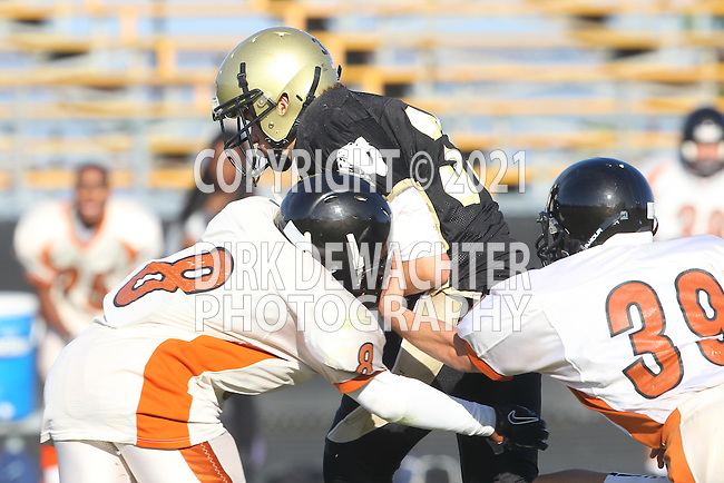 Palos Verdes, CA 09/22/11 - Luke Morrow (Peninsula #33) in action during the Beverly Hills-Peninsula Varsitty Football gane.