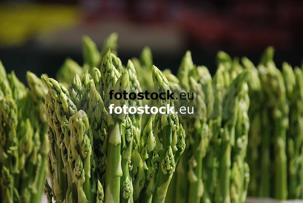 gr&uuml;ner Spargel<br /> <br /> green asparagus<br /> <br /> &eacute;sparrago verde