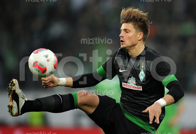 FUSSBALL   1. BUNDESLIGA    SAISON 2012/2013    13. Spieltag   VfL Wolfsburg - SV Werder Bremen                          24.11.2012 Sebastian Proedl (SV Werder Bremen) Einzelaktion am Ball