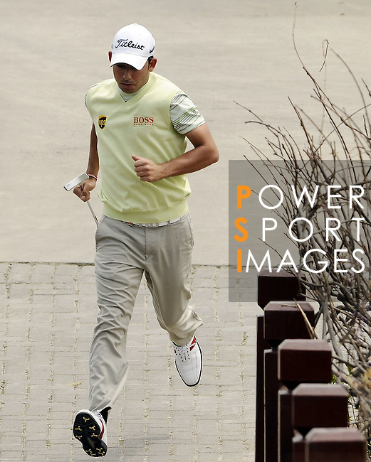 SUZHOU, CHINA - APRIL 17:  Pablo Larrazabal of Spain runs to the 2nd green during the Round Three of the Volvo China Open on April 17, 2010 in Suzhou, China. Photo by Victor Fraile / The Power of Sport Images