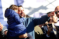 Matteo Salvini, leader of Lega Nord party and Minister of Internal Affairs with his daughter Mirta<br /> Rome December 8th 2018. Rally of Lega Nord Party 'Italians first' in Piazza del Popolo.<br /> Foto Insidefoto