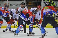IJSHOCKEY: HEERENVEEN: 14-12-2013, IJsstadion Thialf, UNIS Flyers - Dordrecht Lions, uitslag 10-0, Tony Demelinne (#21 | Flyers) en Clinton Pettapiece (#10 | Dordrecht) strijden om de puck, ©foto Martin de Jong