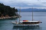 Crosière en goélette en Croatie.  Iles de la Dalmatie.Ile de Brac. goelette .Brac island. d boat.Cruise in Croatia. Island of Dalmatia