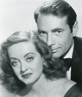 All About Eve (1950)<br /> Bette Davis &amp; Gary Merrill<br /> *Filmstill - Editorial Use Only*<br /> CAP/KFS<br /> Image supplied by Capital Pictures