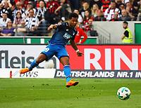 Serge Gnabry (TSG 1899 Hoffenheim) zieht ab und verpasst das Tor nur knapp - 08.04.2018: Eintracht Frankfurt vs. TSG 1899 Hoffenheim, Commerzbank Arena