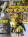 02.06.2019, EWE Arena, Oldenburg, GER, easy Credit-BBL, Playoffs, HF Spiel 1, EWE Baskets Oldenburg vs ALBA Berlin, im Bild<br /> unter dem Korb Landry NNOKO (ALBA Berlin #35 ) Marcel KESSEN (EWE Baskets Oldenburg #15 )<br /> <br /> Foto © nordphoto / Rojahn