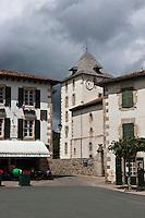 Europe/France/Aquitaine/64/Pyrénées-Atlantiques/Pays-Basque/Sare: La place du village et l'église  Saint-Martin