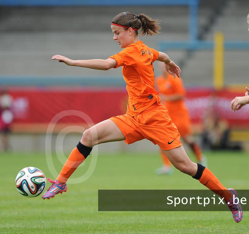 Bekerfinale vrouwen 2015 : Lierse-Club Brugge Vrouwen :<br /> <br /> Amber De Priester<br /> <br /> foto VDB / BART VANDENBROUCKE