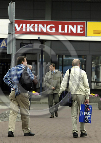 TALLINN - ESTONIA - 10 SEPTEMBER 2003-- Finnish tourists on their way back to the ferry. Alcohol is the prime item being brought back home.-- PHOTO:  JUHA ROININEN / EUP-IMAGES