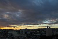 GUARULHOS,SP - 18.02.2014 - CLIMA TEMPO / GUARULHOS - Fim de tarde na cidade de Guarulhos, grande São Paulo, nesta tercça-feira, 18. (Foto: Geovani Velasquez / Brazil Photo Press)