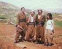 Iraq 1980 .In Sheni, near Nawzang, Pakchan Hafid and Arsalan Baez with peshmergas  .Irak 1980 .A Sheni pres de Nawzang, Pachkan Hafid et Arsalan Baez et des peshmergas