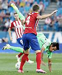 Atletico de Madrid's Guilherme Siqueira (l) and Getafe's Damian Suarez during La Liga match.September 22,2015. (ALTERPHOTOS/Acero)