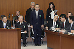 March 27, 2012, Tokyo, Japan - Kazuhiko Asakawa, center, president of AIJ Investment Advisor Co., arrives for a Committee at the Lower house of parliament in Tokyo on Tuesday, March 27, 2012. Asakawa admits that he gave the order to falsify investment results in his first public comments since his firm was suspected of losing more than $1 billion. (Photo by Motoo Naka/AFLO)
