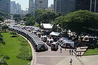 SAO PAULO, SP, 26 DE MARÇO DE 2012 - ENTREGA VIATURAS PM ALCKMIN - Governador Geraldo Alckmin participou da entrega de novas viaturas de Unidade Movel da Policia Militar do Estado de Sao Paulo, junto ao  Coronel Álvaro Batista Camilo, comandante geral da PM, na manha desta segunda-feira no vale do Anhangabau, região central da capital. FOTO: ALEXANDRE MOREIRA - BRAZIL PHOTO PRESS