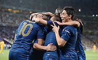 FUSSBALL  EUROPAMEISTERSCHAFT 2012   VORRUNDE Ukraine - Frankreich               15.06.2012 Torjubel: Karim Benzema, Franck Ribery und Samir Nasri (v.l, alle Frankreich)