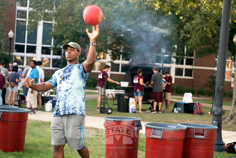 Grill on the Drill<br />  (photo by Beth Wynn / &copy; Mississippi State University)