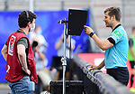Schiedsrichter Frank Willenborg schaut sie Szene zum Foul an<br />Hamburg, 28.06.2020, Fussball 2. Bundesliga, Hamburger SV - SV Sandhausen<br />Foto: VWitters/Witters/Pool//via nordphoto<br /> DFL REGULATIONS PROHIBIT ANY USE OF PHOTOGRAPHS AS IMAGE SEQUENCES AND OR QUASI VIDEO<br />EDITORIAL USE ONLY<br />NATIONAL AND INTERNATIONAL NEWS AGENCIES OUT