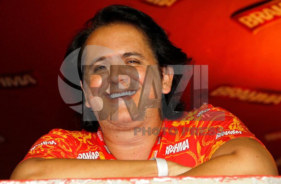 RIO DE JANEIRO, RJ, 07 DE MARÇO DE 2011 - CARNAVAL RJ - SALGUEIRO - O cantor Orlando Moraes, assiste à apresentação do Salgueiro, no segundo dia de Desfile das Escolas de Samba do Grupo Especial do Rio de Janeiro, na Marquês de Sapucaí (Sambódromo), no centro da cidade, na noite desta segunda-feira. (FOTO: VANESSA CARVALHO / NEWS FREE).
