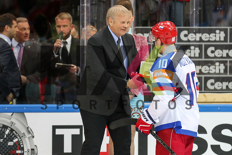 Russlands Mozyakin, Sergei (Nr.10)(Metallurg Magnitogorsk), Best Player of Match Russia nach dem Spiel IIHF WC15 Finale Russia vs. Canada die Cermony Gold.<br /> <br /> Foto &copy; P-I-X.org *** Foto ist honorarpflichtig! *** Auf Anfrage in hoeherer Qualitaet/Aufloesung. Belegexemplar erbeten. Veroeffentlichung ausschliesslich fuer journalistisch-publizistische Zwecke. For editorial use only.