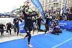 06.07.2019,  Innenstadt, Hamburg, GER, Hamburg Wasser World Triathlon, Elite Mainner, im Bild die Triathleten beim Ausstieg aus dem Wasser vor dem Hamburger Rathaus Foto © nordphoto / Witke *** Local Caption ***
