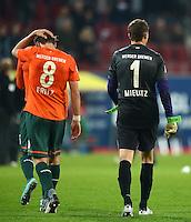 FUSSBALL   1. BUNDESLIGA  SAISON 2012/2013   7. Spieltag FC Augsburg - Werder Bremen          05.10.2012 Clemens Fritz und Torwart Sebastian Mielitz  (v. li., SV Werder Bremen)