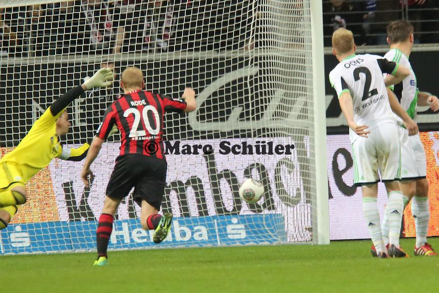 Alex Meier (Eintracht) schießt den Freistoss zum 1:1 ins Eck, Diego Bengalio (Wolfsburg) machtlos - Eintracht Frankfurt vs. VfL Wolfsburg, Commerzbank Arena