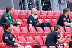 Adis Lovic (Physiotherapeut SV Werder Bremen) auch in Mainz mit dem Gummihammer für Stimmung sorgen - oben mitte<br /> <br /> <br /> Sport: nphgm001: Fussball: 1. Bundesliga: Saison 19/20: 33. Spieltag: 1. FSV Mainz 05 vs SV Werder Bremen 20.06.2020<br /> <br /> Foto: gumzmedia/nordphoto/POOL <br /> <br /> DFL regulations prohibit any use of photographs as image sequences and/or quasi-video.<br /> EDITORIAL USE ONLY<br /> National and international News-Agencies OUT.
