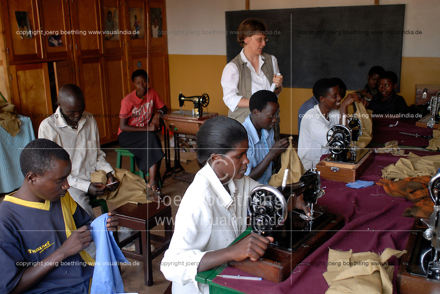 """Afrika Ruanda Save bei Butare , kirchliches Versoehnungszentrum St. Bonifatius fuer Frauen Hutu und Tutsi  -  Genozid Afrikaner afrikanisch xagndaz   .Africa Rwanda Save near Butare , christian Reconcilation center for Hutu and Tutsi women - aid genocide    [ copyright (c) Joerg Boethling / agenda , Veroeffentlichung nur gegen Honorar und Belegexemplar an / publication only with royalties and copy to:  agenda PG   Rothestr. 66   Germany D-22765 Hamburg   ph. ++49 40 391 907 14   e-mail: boethling@agenda-fototext.de   www.agenda-fototext.de   Bank: Hamburger Sparkasse  BLZ 200 505 50  Kto. 1281 120 178   IBAN: DE96 2005 0550 1281 1201 78   BIC: """"HASPDEHH"""" ,  WEITERE MOTIVE ZU DIESEM THEMA SIND VORHANDEN!! MORE PICTURES ON THIS SUBJECT AVAILABLE!! ] [#0,26,121#]"""