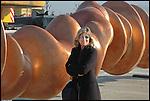 Evelina Christillin durante i lavori di installazione della scultura di Tony Cragg 'Punti di vista' nella Piazza Olimpica di Torino. Gennaio 2006.