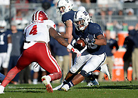 STATE COLLEGE, PA - SEPTEMBER 30:  Penn State RB Saquon Barkley (26) makes a cut during a run. The Penn State Nittany Lions defeated the Indiana Hoosiers 45-14 on September 2, 2017 at Beaver Stadium in State College, PA. (Photo by Randy Litzinger/Icon Sportswire)
