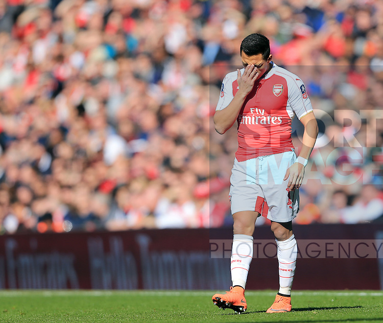 Arsenal's Alexis Sanchez looks on dejected during the Emirates FA Cup match at The Emirates Stadium.  Photo credit should read: David Klein/Sportimage