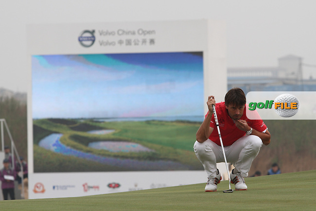 Robert-Jan Derksen (NED) on the 18th on Day 3 of the 2012 Volvo China Open at Binhai Lake Golf Club, Tianjin, China...(Photo Jenny Matthews/www.golffile.ie)